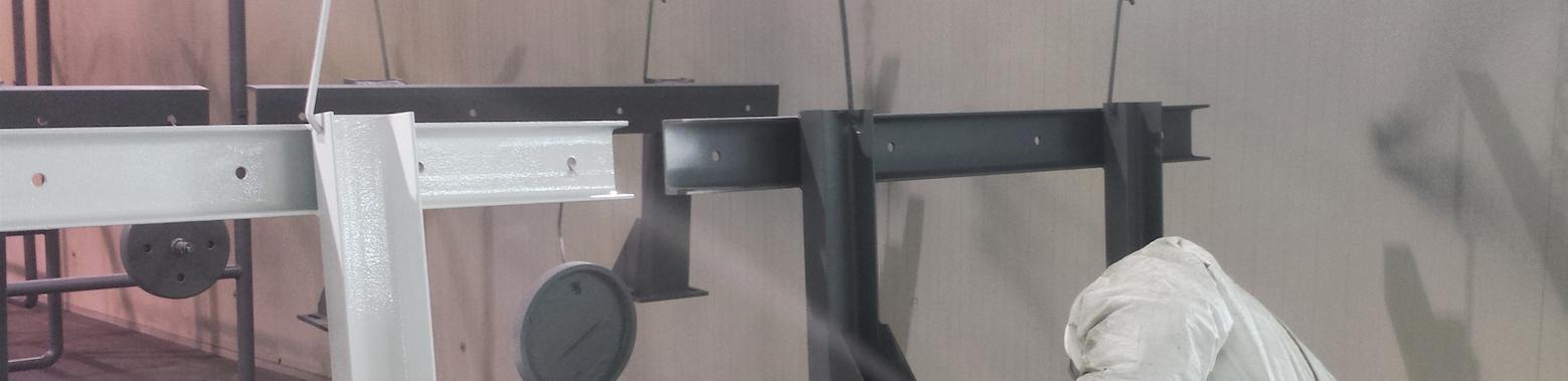 Verniciatura componenti in metallo.